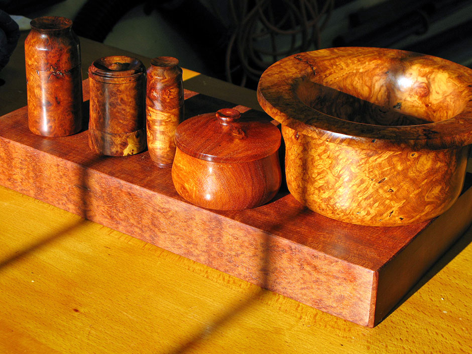 Amboyna small lidded boxes